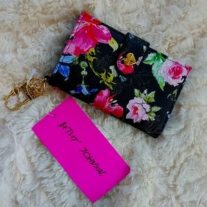 BETSEY JOHNSON FLORAL WALLET💚🖤💖